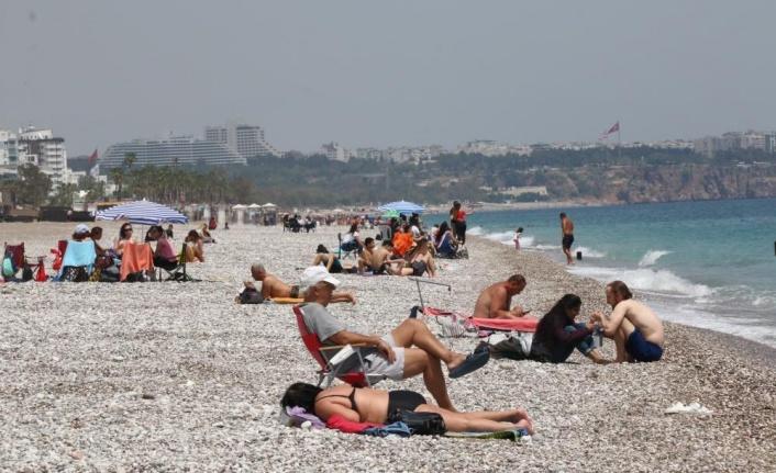 Tam kapanma öncesi dünyaca ünlü sahile akın ettiler