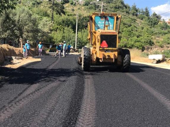 Alanya'da Fatih Caddesi'ne sıcak asfalt