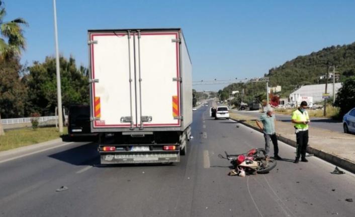 Alanya'da kamyonla motosiklet çarpıştı: 1 ağır yaralı var