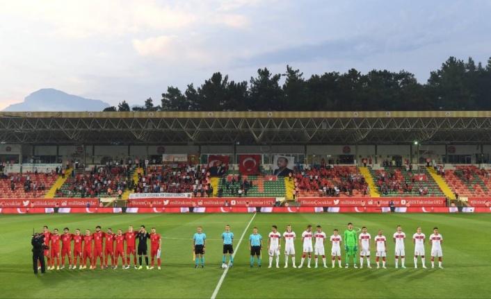Alanya'da milli heyecan; Türkiye: 2 Azerbaycan:1
