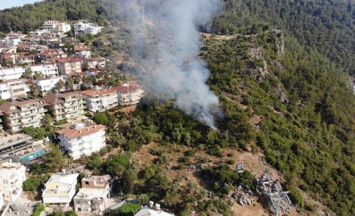 Alanya Kalesi'ndeki orman yangını korkuttu