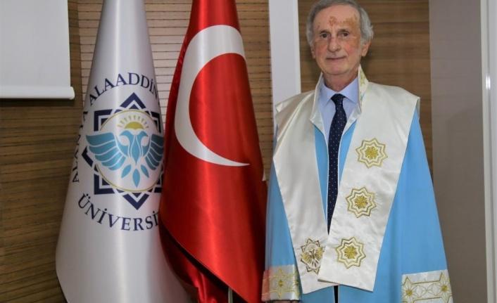 ALKÜ'lü akademisyene emeklilik töreni