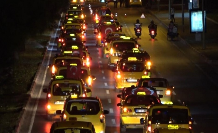 Antalya'da taksicilerden İsrail'i kınama konvoyu