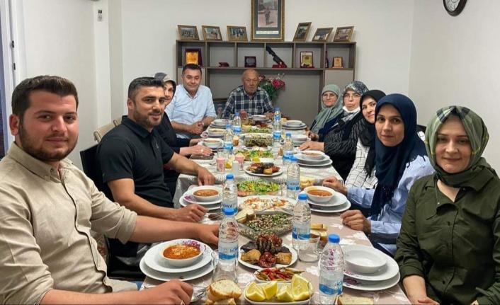 Başkan Yücel iftarını şehidimizin ailesi ile açtı