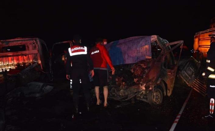 Feci kaza: Araç içerisinde 2 kişi yanarak öldü