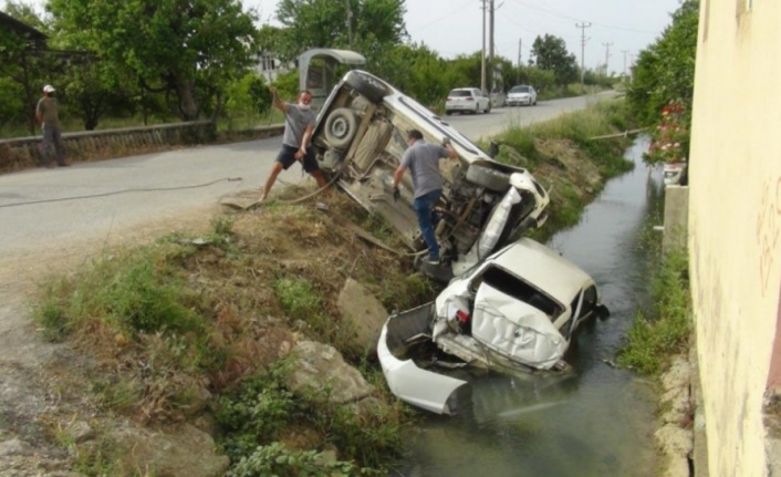 Kaza yapan araçlar sulama kanalına uçtu: 3 yaralı var