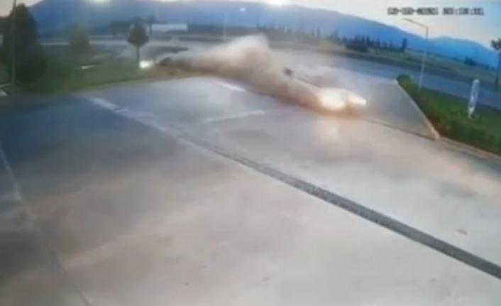 Kontrolden çıkan araç akaryakıt istasyonuna daldı, faciadan dönüldü