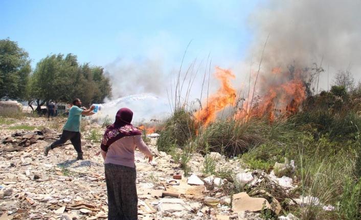 Sazlık ve makilik alandaki yangınlar vatandaşı seferber etti