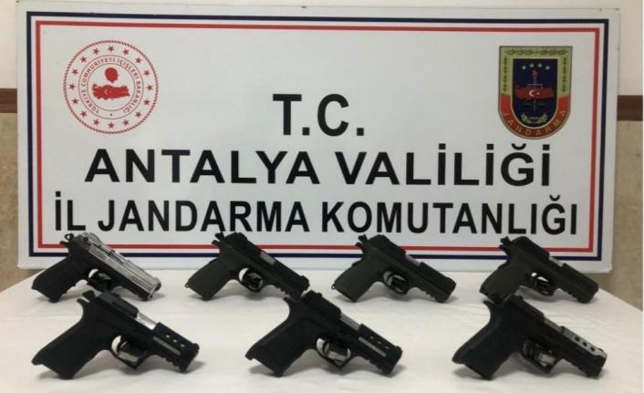Silah kaçakçılığına suçüstü: 2 gözaltı var