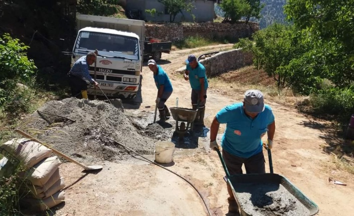 Alanya Belediyesi, engelli vatandaş için yaylada beton yol yaptı
