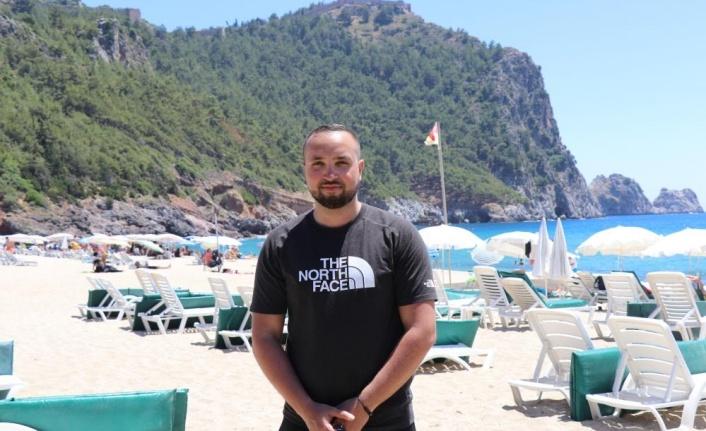 Alanya'da kısıtlamasız ilk cumartesi gününde sahiller doldu