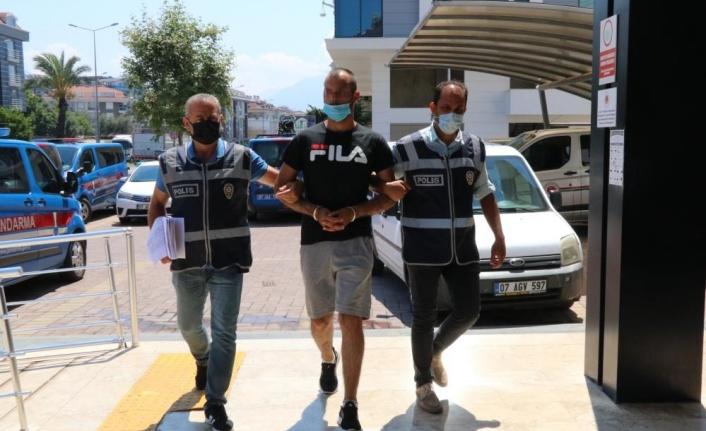 Alanya'da otobüsten çaldığı cep telefonunu satarken yakalandı