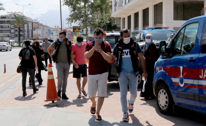 Alanya'da polisten uyuşturucu operasyonu: 3 gözaltı