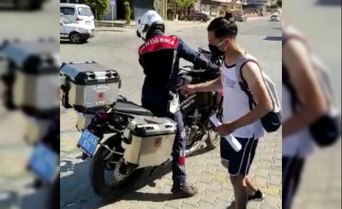 Alanya'da sınava geç kalan öğrencilerin imdadına jandarma yetişti