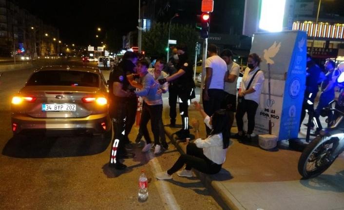 Antalya'da alkollü sürücü 5 araca çarpıp hurdaya çevirdi:2 yaralı