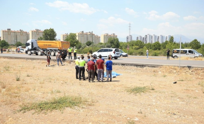 Antalya'da kamyonetle çarpışan motosiklet sürücü öldü