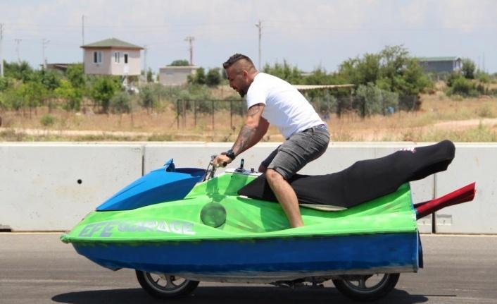Antalyalı çılgın işadamı, bu kez modifiye ettiği jet ski ile karada hız yaptı