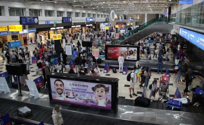 Antalya'ya hava yoluyla iki günde 18 bin Rus turist geldi