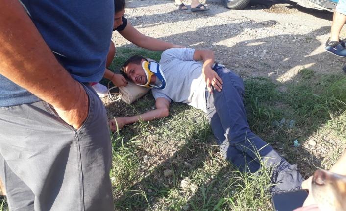 İki otomobilin hurdaya döndüğü kazada sürücüler ağır yaralandı
