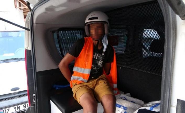 Motosikletin üzerinde neye uğradığını anlamadı, yaka paça yakalanıp tutuklandı