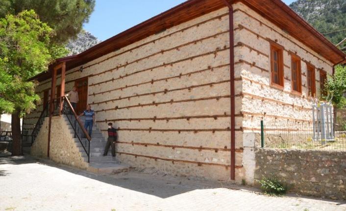 Osmanlı mimarisi düğmeli ev statüsündeki tarihi ilkokul restore edilip yeniden ayağa kaldırıldı