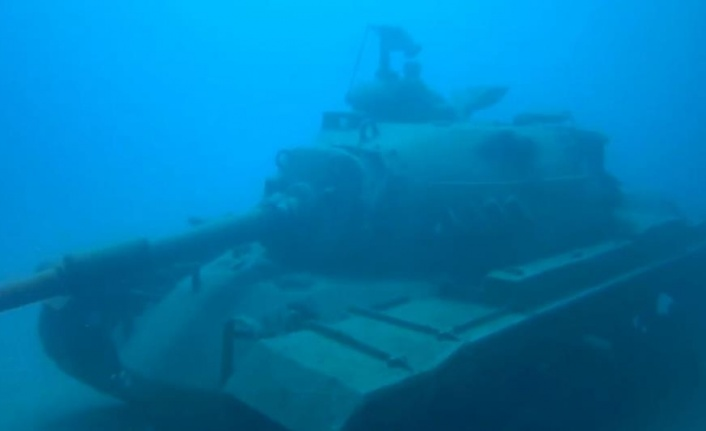 Su altındaki 45 tonluk tank dalış turizminin gözdesi oldu