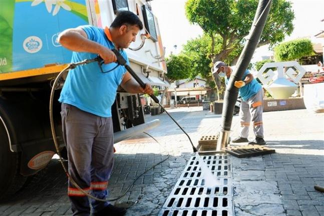 Alanya Belediyesi mazgal temizliği yapıyor