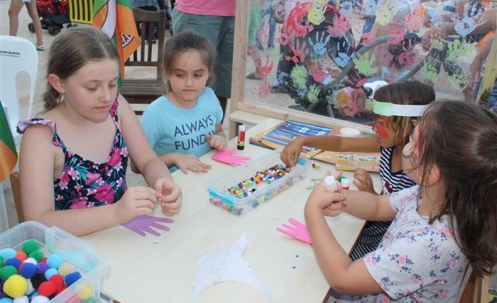 Alanya'da çocuk festivali bilgilendirmeye ve eğlendirmeye devam ediyor