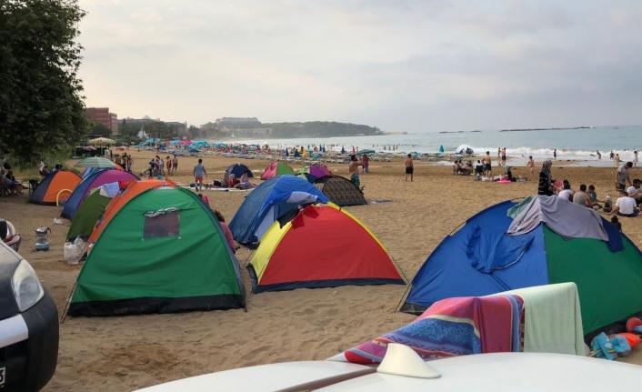 Alanya'da plajda bıçaklı saldırı: 2 yaralı var