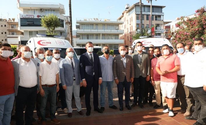 Alanya'da sağlık müdürlüğü hizmetine alınan ambulanslar törenle teslim edildi
