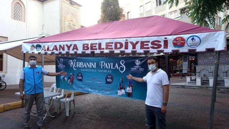 Alanya'da TDV tarafından 3 noktaya kurban bağış standı kuruldu