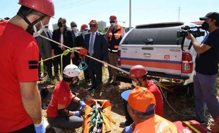 """Antalya'da """"deprem tatbikatı"""" gerçeğini aratmadı"""