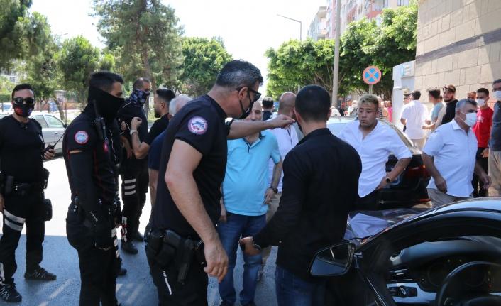 Düğün konvoyunda rasgele ateş edip, polisleri peşine taktı