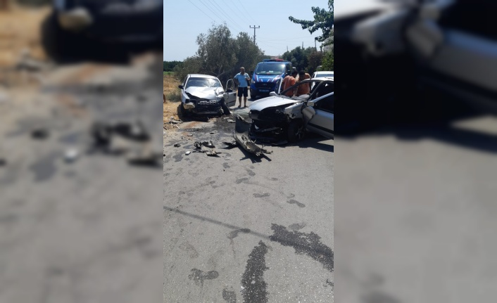 İki otomobil kafa kafaya çarpıştı: 4 yaralı var
