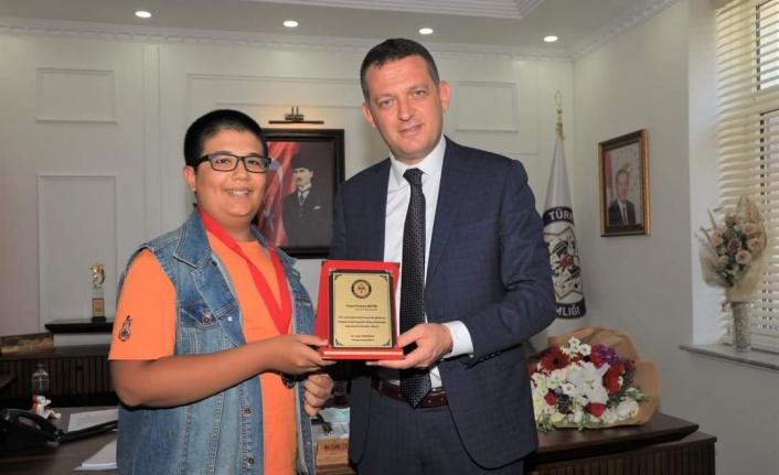 Kaymakam Alanyalı LGS Türkiye birincisi Furkan'ı ağırladı