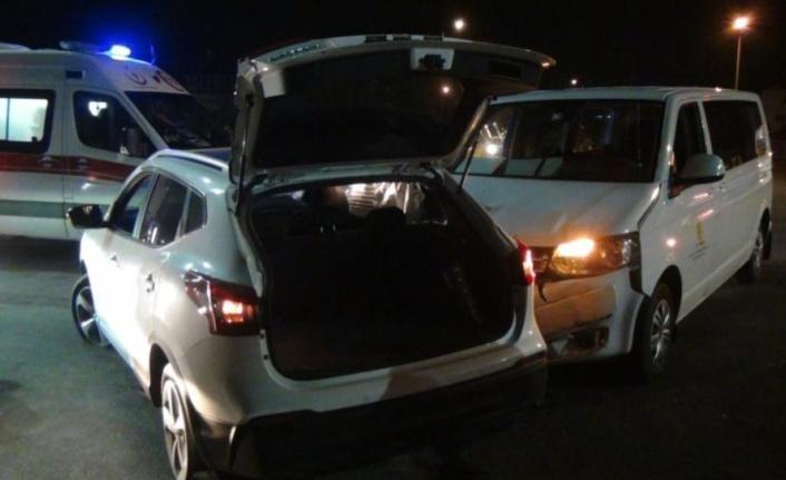 VİP araç, kavşakta otomobille çarpıştı: 2 yaralı var
