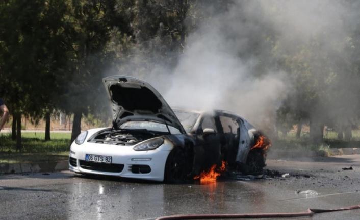 1.5 Milyon TL'lik araç alev alev yandı