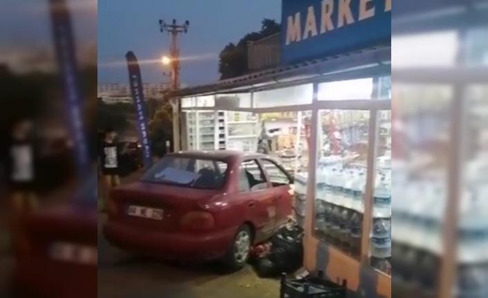 Alanya'da araç markete girdi
