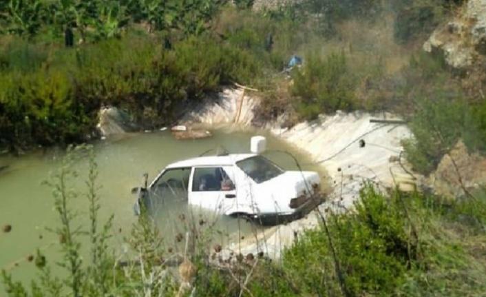 Alanya'da araç sulama havuzuna uçtu
