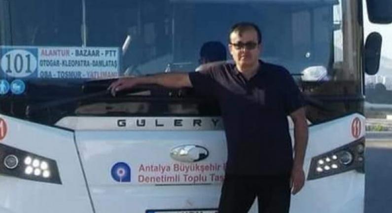 Alanya'da halk otobüsü şoförü kalbine yenildi