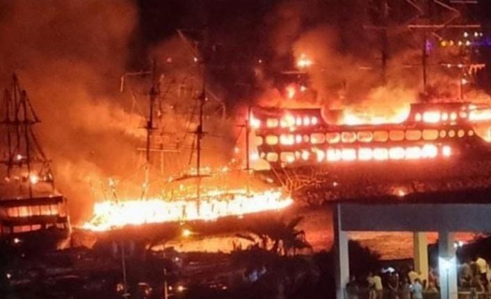 Alanya'da tur tekneleri yanıyor