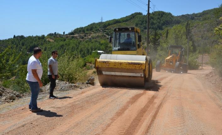 Alanya Mahmutseydi'de alt yapısı biten yola asfalt