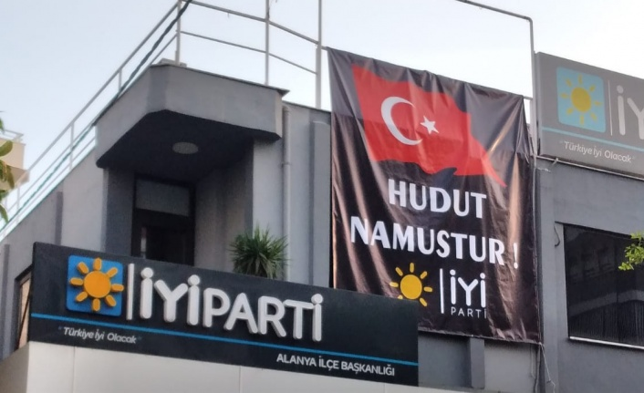 Alanya teşkilatına 'Hudut Namustur' pankartı astılar