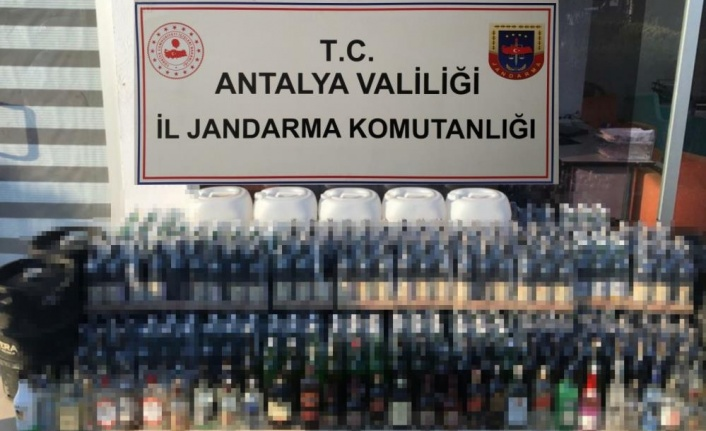 Alanya'da  turizm beldesindeki otelin deposuna sahte içki operasyonu