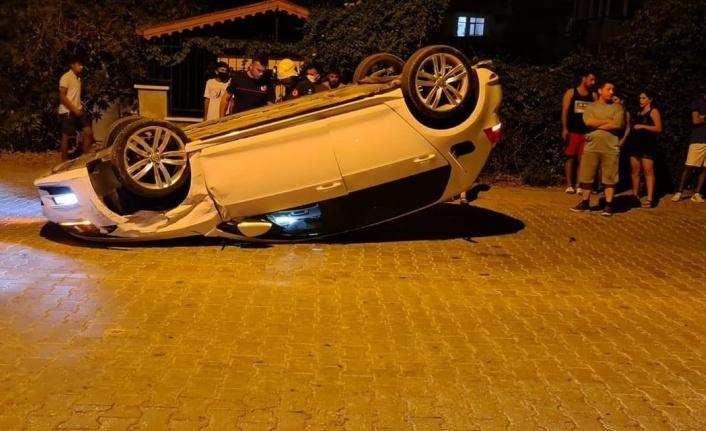 Alanya'da park halindeki otomobile çarpan araç takla attı