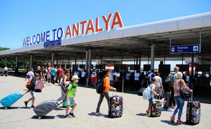 Antalya 8 ayda 5 milyon yabancı turist ağırladı