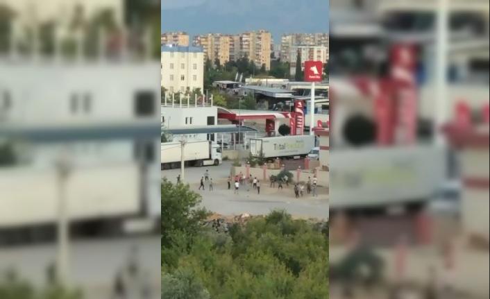 Antalya'da yabancı uyruklu şahısların sopalı kavgası kamerada