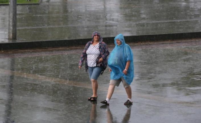 Antalya'da yağmur keyfi