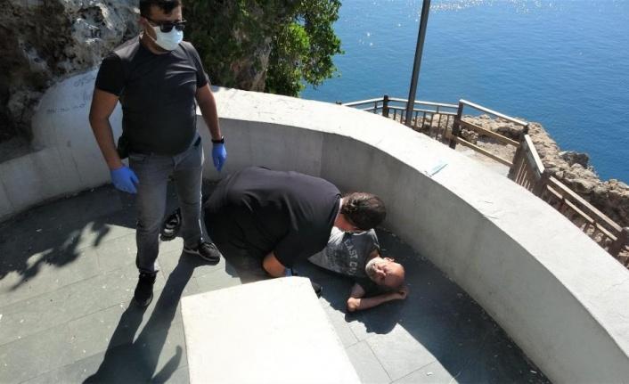 Antalya'da falezlerden düşen adamın sağlık ekiplerine söyledikleri duygulandırdı