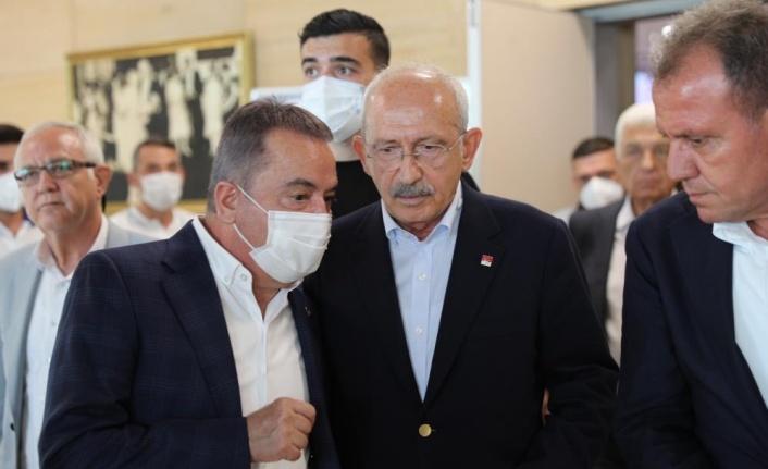 Başkan Böcek CHP'li Büyükşehir Belediye Başkanları Toplantısı'nda
